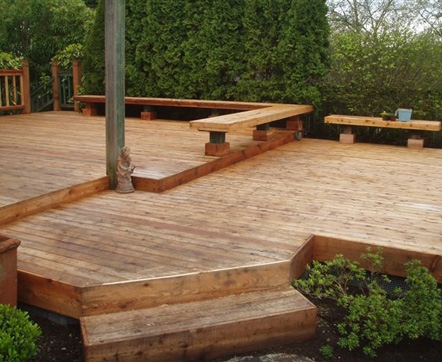 Cedar deck with built-in seating by landscaper Environmental Construction